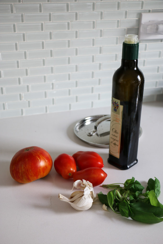 Creamy Vegan Red Pepper and Tomato Summer Sauce - The Clean Gourmet